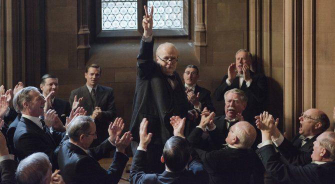 Darkest Hour: Gary Oldman è Winston Churchill nel primo trailer