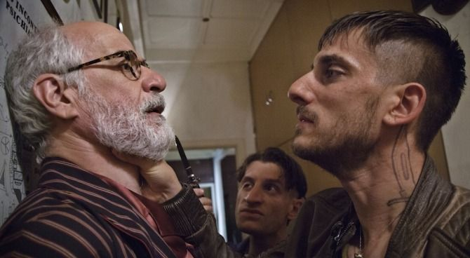 Il trailer di Lasciati andare, con Toni Servillo e Luca Marinelli